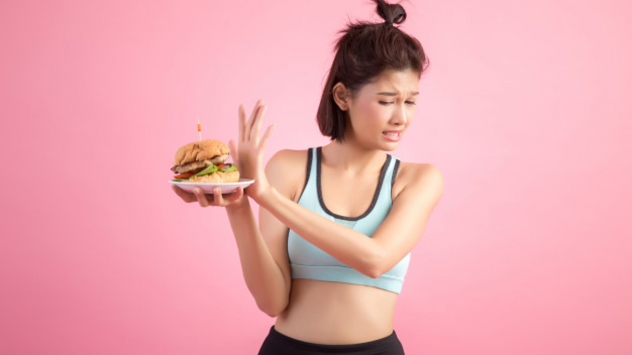 asian-women-refuse-fast-food-because-slimming-pink_1150-13182